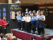 2014-12-16_Choir_on_stage3_Xmas_carols_British_School_Junior_at_De_Zonnestraal_KNJ_De_Bras-Biesland_2014.JPG